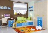 Habitación convertible versión infantil en colores haya, azul, y cielo