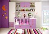 Habitación de bebé convertible en colores blanco y fucsia