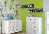 Habitación de bebé formad por cuna y cambiador en color blanco