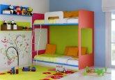 Habitación infantil con litera a medida en colores rojo, pistacho, azul y blanco